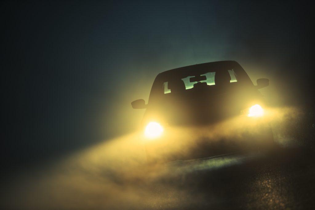 luces amarillas en coches